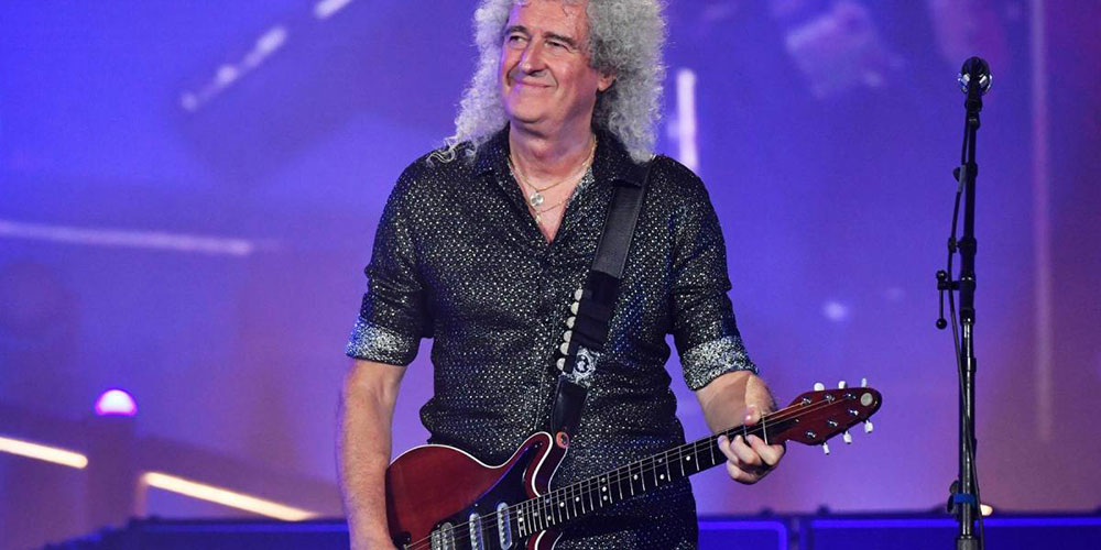 Hospitalizan a guitarrista de Queen tras destrozar sus glúteos mientras hacía jardinería