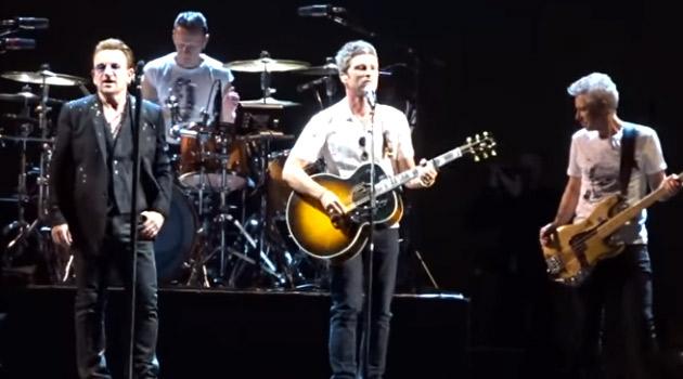 Bono de U2 y Noel Gallagher cantando juntos en concierto en Londres