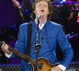 Paul McCartney sorprendió con dos nuevas canciones